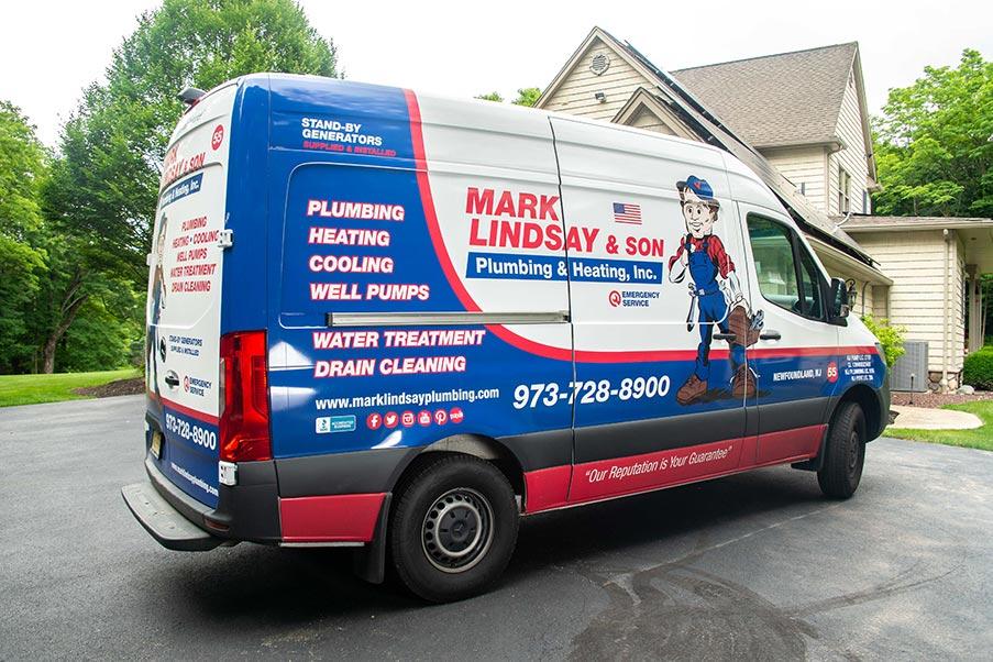 https://www.marklindsayplumbing.com/wp-content/uploads/mark_lindsay_truck3.jpg