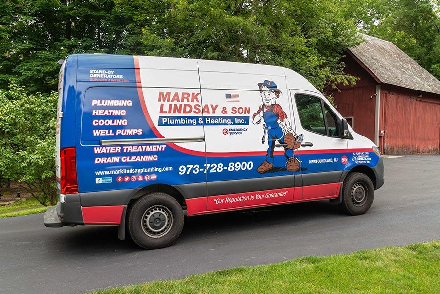https://www.marklindsayplumbing.com/wp-content/uploads/mark_lindsay_truck4-1.jpg