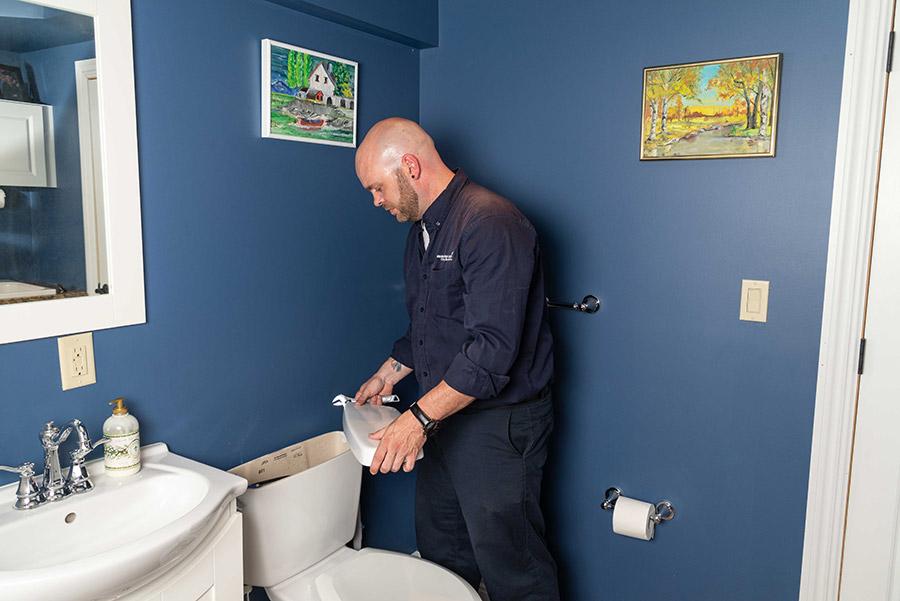 https://www.marklindsayplumbing.com/wp-content/uploads/plumber_fixing_toilet.jpg
